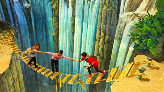 Dont look down! - Picture of Art in Paradise, Chiang Mai 3D Art Museum, ...