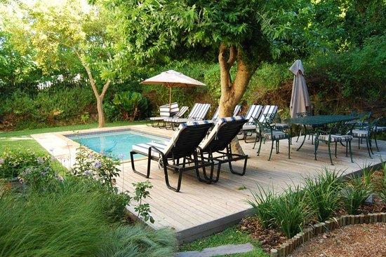 Maison Chablis Guest House: Pool Area