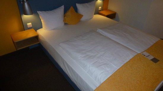 Mercure Hotel Düsseldorf City Nord: sehr bequemes großes Bett