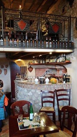 L 39 angolo bar foto di la taverna del castello fiuggi - Mobile bar taverna ...