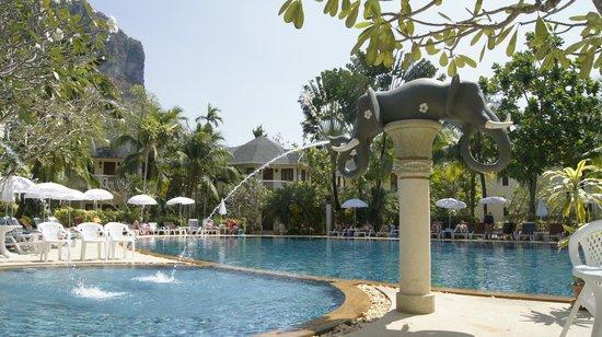 Golden Beach Resort : Basen