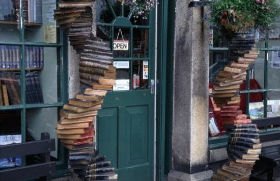 Wigtown, UK: Spirals outside The Bookshop