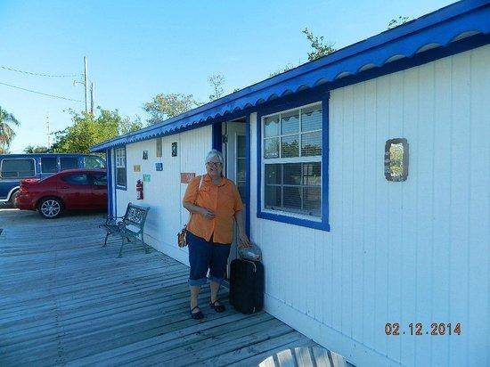 Sea Cove Motel and Marina: Outside our room