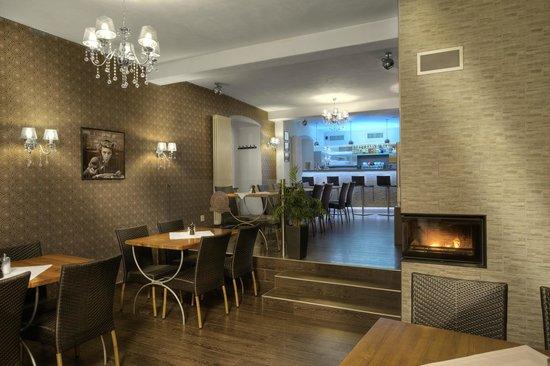 Restaurant & Pizzeria Carino: interior