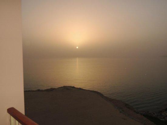 Shangri La Barr Al Jissah Resort & Spa-Al Husn: Sunrise..............