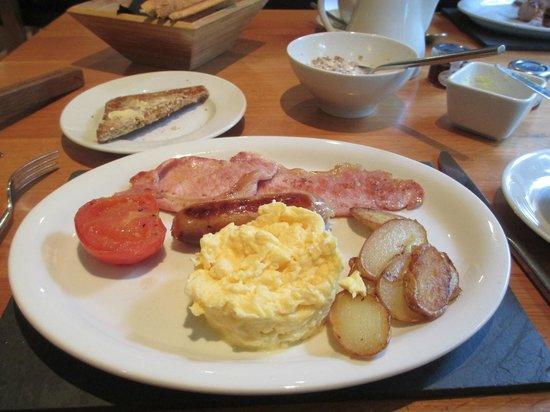 The Golden Lion Hotel: My breakfast