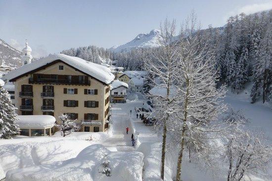 Hotel Schweizerhof: Le village depuis une chambre