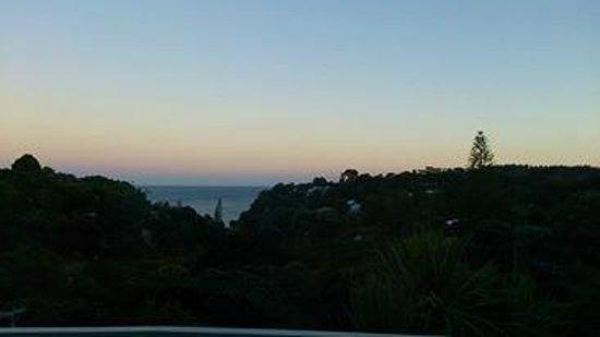 Waiheke Island Resort: 部屋から見える朝焼けの眺め