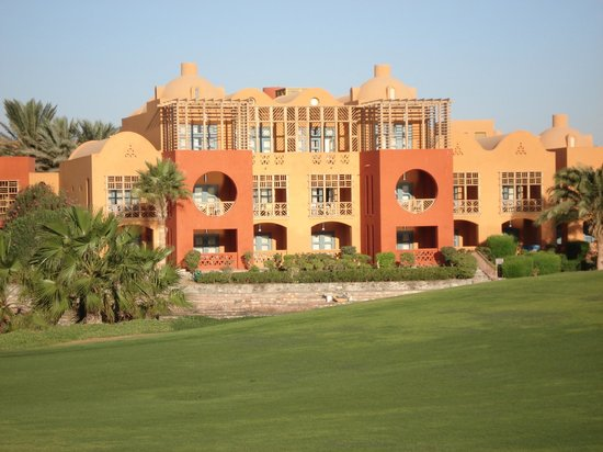 Steigenberger Golf Resort: Building view from the golf