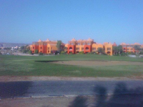 Steigenberger Golf Resort: Building view from golf