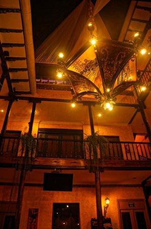 Hotel Los Balcones: Vista de la lampara central