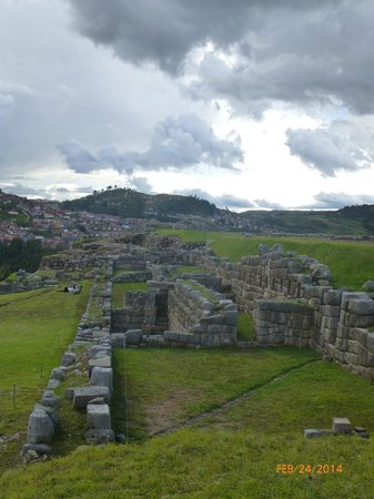 Sacsayhuamán: This is a huge Inca ruin site