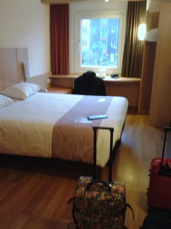 Ibis Amsterdam Centre Stopera: Nuestra habitación con vistas al canal