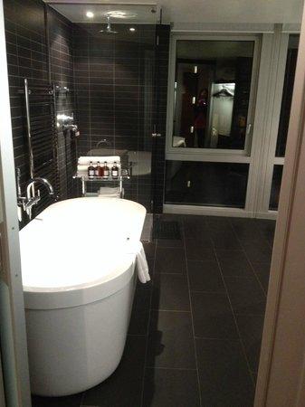 Radisson Blu Edwardian New Providence Wharf Hotel: Our Beautiful Bathroom