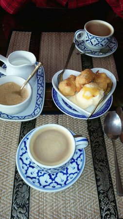 Salathai: Lovely coffee and banana fritters