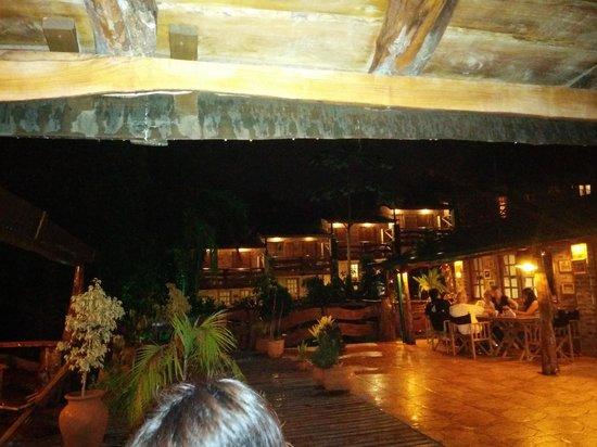 Jasy Hotel: Vista de la terraza del restaurant hacia el hotel