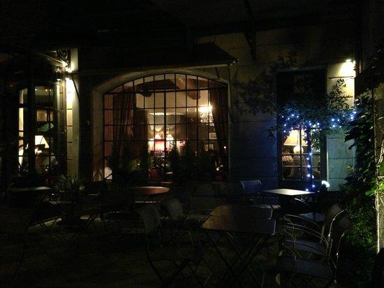 Le Bain Marie : Courtyard Seating