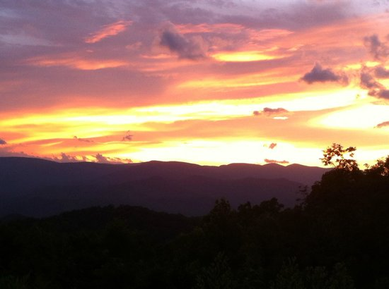 Fire Mountain Inn: Firemtn Sunset