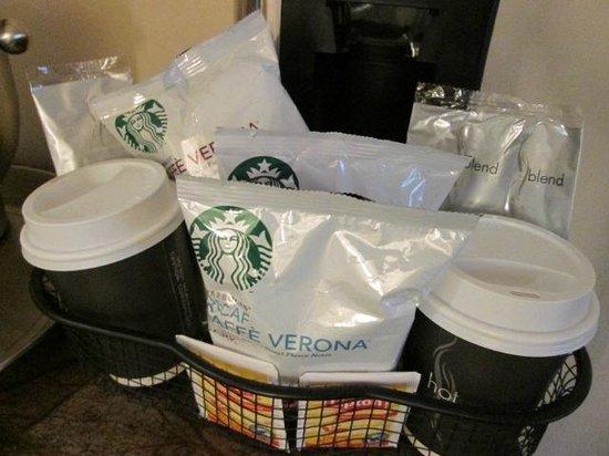 Hyatt Regency Baltimore Inner Harbor: Starbucks Coffee!
