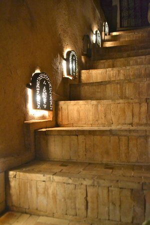 Riad Mur Akush: Staircase leading the rooftop patio