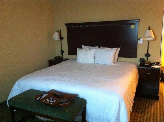 Hampton Inn & Suites National Harbor/Alexandria Area: Bed
