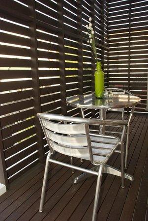 Studio 99 Serviced Apartments : Balcony Seating