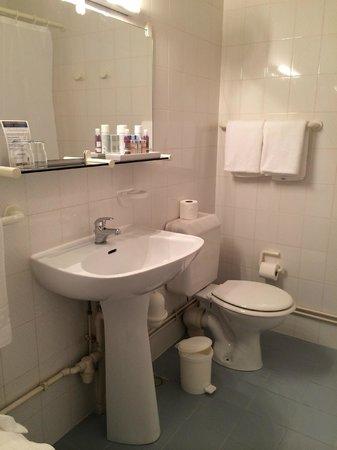Hôtel Saint Roch : Salle de bain de chambre au 3ème étage