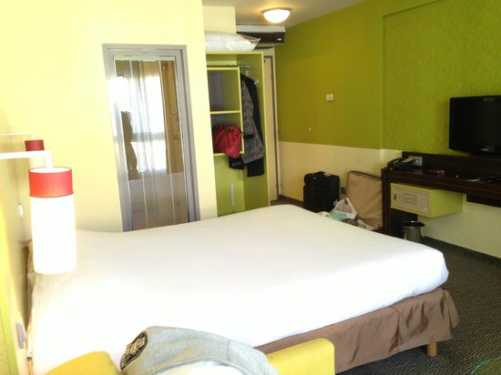 Ibis Styles Nice Vieux Port: Room is spacious