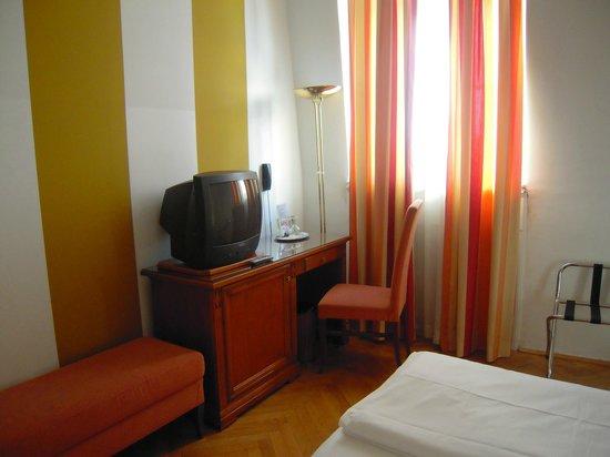 Hotel Papageno: Room 534