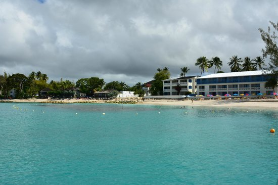 Discovery Bay by Rex Resorts: View of hotel from sea