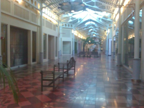 Festival Bay Mall at International Drive: desolado