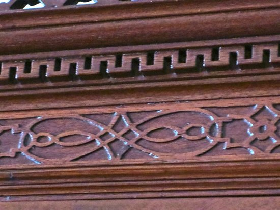 Heyward-Washington House: Lazy eight and diamond motif on a secretary