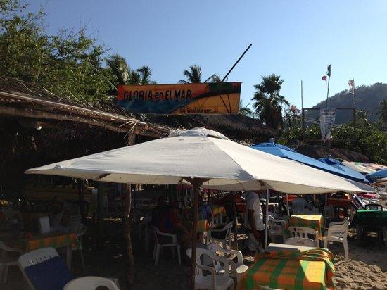 Gloria en El Mar Restaurante: Sign from beach