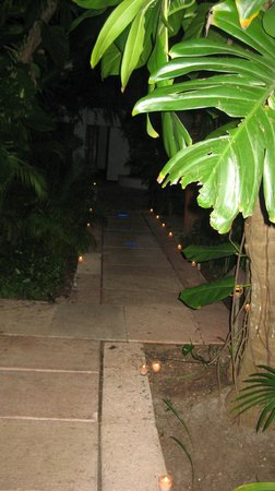 Belmond Maroma Resort & Spa: Candles in the gardens