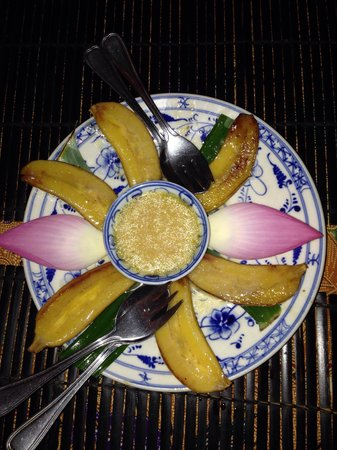 Amok Restaurant: Fried bananas