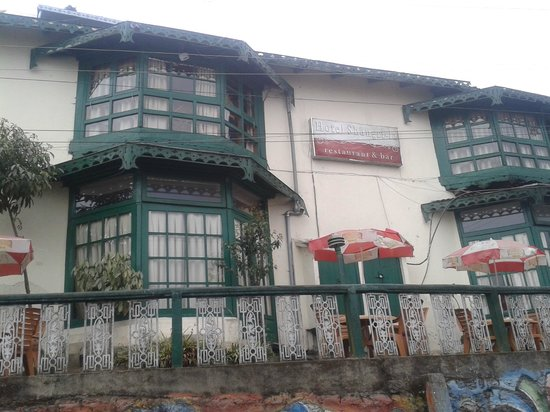 Hotel and Restaurant Shangri-la: Entrance