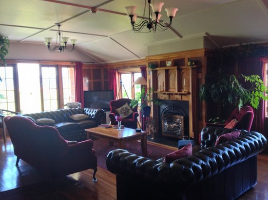Te Anau Lodge: Library