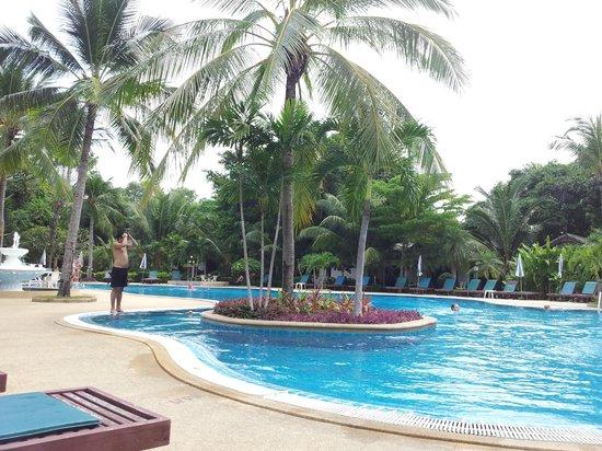 First Bungalow Beach Resort: Poolen