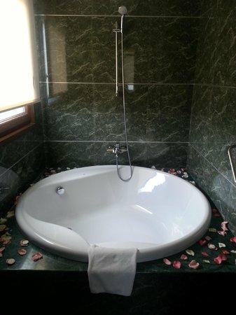 Hotel Mirador de Gredos: Baño habitación deluxe