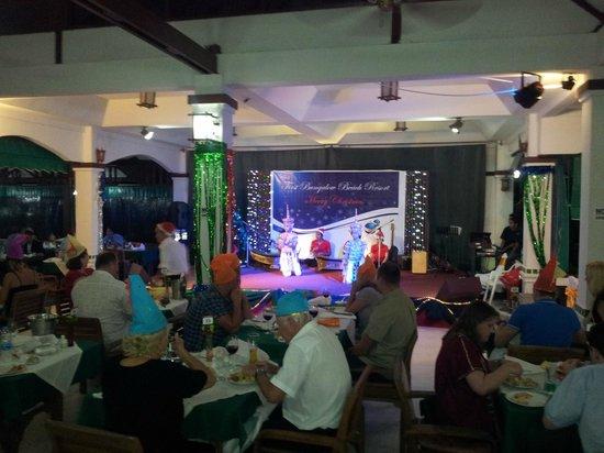 First Bungalow Beach Resort: Julafton på restaurangen