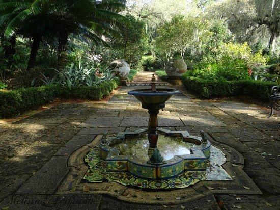 Bok Tower Gardens: A fountain near the Mediterranean-style mansion