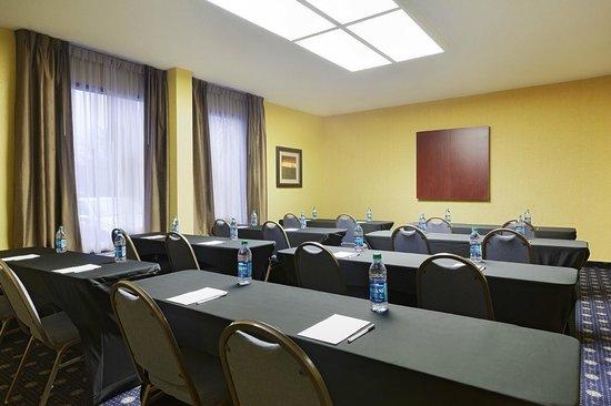 Hampton Inn Raleigh/Cary : Meeting Room - Classroom Seating
