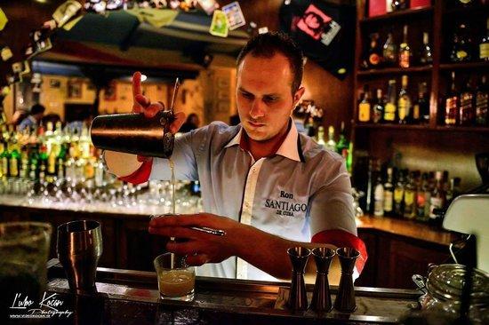 El Son de La Havana: barman