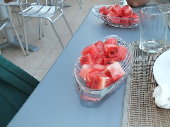 Hulhumale Inn: Watermelon for breakfast
