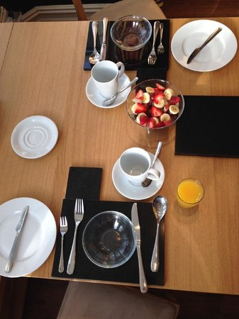 Bentham Lodge Guest House : Breakfast table in the window.