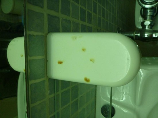 Plaza Hotel Curacao : Rust stains in the bathroom, where your tooth brush goes
