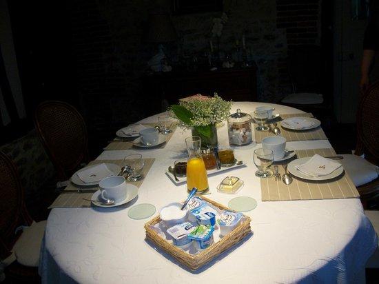 La Griserie: table du petit déjeuner