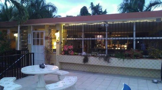 Ceiba Country Inn : Deck