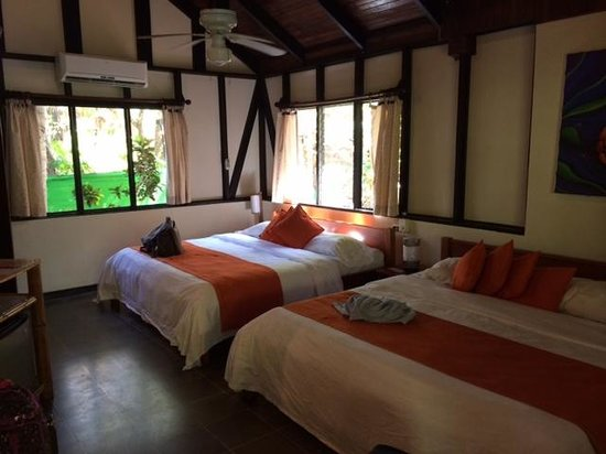 Hotel Tropico Latino: Beds in Cabina 5 - does not show day bed behind photographer