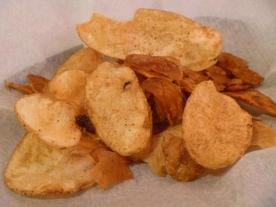 Airport Diner: Hand sliced potato chips